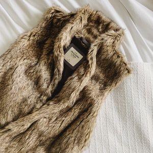 Abercrombie & Fitch - Faux Fur Vest